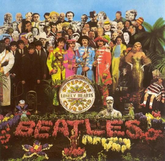 비틀스의 [Sgt. Pepper's Lonely Hearts Club Band]. 스튜디오를 또 다른 악기로 활용한 대표적인 음반이다.